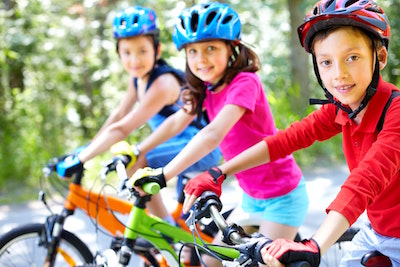 children-cycling-group-of-children-264031.jpg