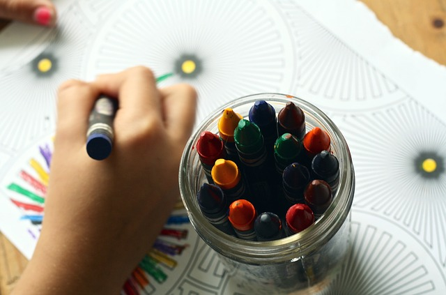 crayons-1445053 640