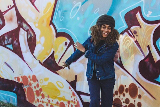 smiling-woman-mural